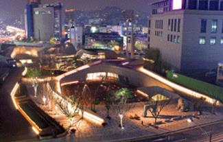 Night view of the Dongdaemun History & Culture Park, which was opened in October 2009