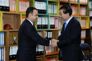 Mayor Park Won Soon discusses the possibility of cooperation with Mayor Zareh Sinanyan of Glendale, CA.