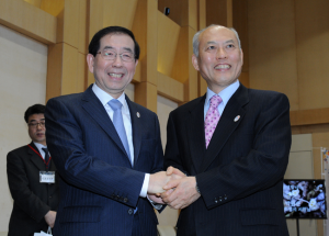 "Seoul Mayor Park Won Soon Visits Japan for ""Practice-Oriented Diplomacy"" on Urban Safety and Economy"