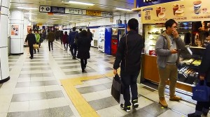 Transferring at Dongdaemun Station (동대문역에서 갈아타기)
