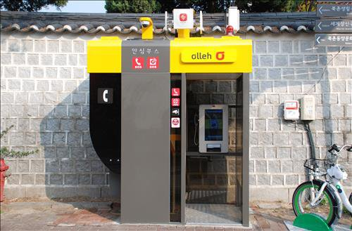 Public phone booths to be turned into 'safety booths'
