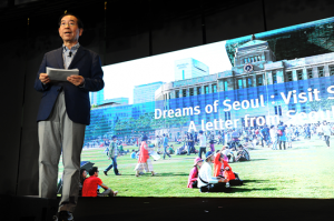Mayor Park Promotes Seoul to Opinion Leaders in Singapore