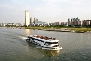 The Ara (Ship) of Hangang River Reborn as a Cruise Ship