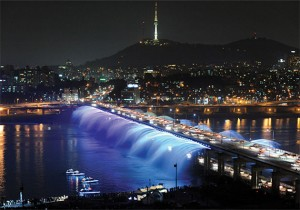 Visit Hangang Park to enjoy free performances and exhibitions this April