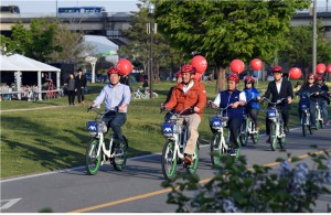 Indonesian Incentive Tourists Ride Seoul Public Bicycles