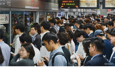 [Subway Line 9 Strike] Seoul City Implements Emergency Transport Measures