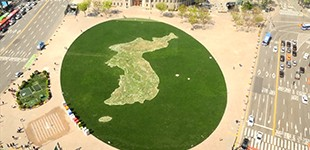 Flower map in the shape of the Korean peninsula in Seoul Plaza