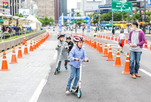 Enjoy Skateboarding and Yoga at Gwanghwamun in June