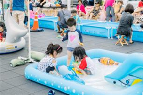 Fight the Heat at Seoullo 7017 with Swimming, Open-Air Reading, and Film Festival!
