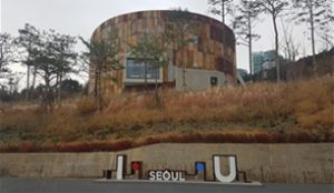 I∙SEOUL∙U Holds Photo Event to Celebrate Its 3rd Anniversary