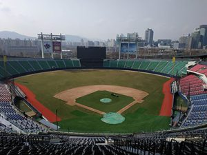 Construction of Jamsil Baseball Stadium Complete for Better Convenience and Safety of Spectators