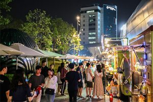"Opening of Weekend Hot Spot, ""Seoul Bamdokkaebi Night Market,"" in Cheonggyecheon, Yeouido and Other Locations (Open until End of October)"