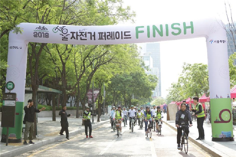 ▲ Arrival of the Leading Group of the 1st Seoul Bicycle Parade