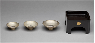 Household items with royal family patterns decorating the surface kept by an individual of the family of Yi Jae-wan