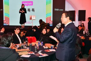 Mayor of Seoul Discusses Cultural Use of Gwanghwamun Square at Gwanghwamun Culture Discussion