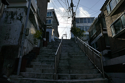 Stairs connected to President Park's house Stairs in Ki-taek's village (Songijeong-ro 6-gil, Mapo-gu, Seoul)