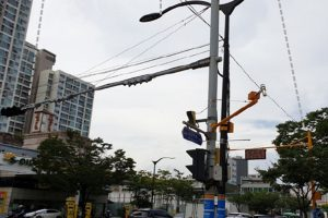 Pilot Installation of Smart Poles in Seoul, Combining ICT like Traffic Lights and CCTVs
