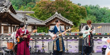 """""""Music Festival in Hanok"""" with 11 Different Pieces of Music"""