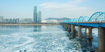 Seoul Frozen Under Snow and Cold Wave... Essential Information for Winter
