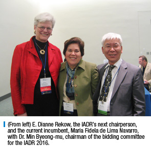 (From left) E. Dianne Rekow, the IADR's next chairperson, and the current incumbent, Maria Fidela de Lima Navarro, with Dr. Min Byeong-mu, chairman of the bidding committee for the IADR 2016.