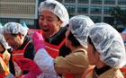 Seoul mayor attends kimchi-sharing event